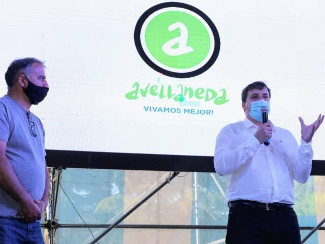 El intendente Chornobroff y Edgardo Depetri entregaron subsidios a clubes de barrio de Avellaneda