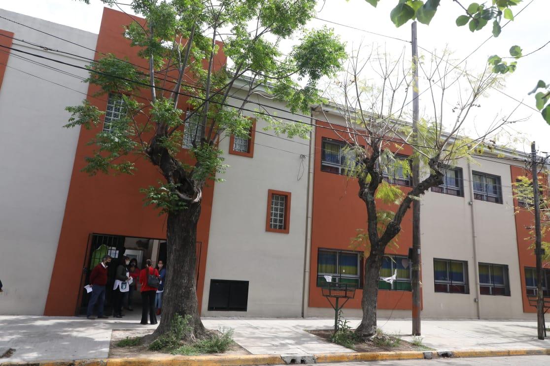 Ferraresi entregó subsidios para obras de infraestructura en diferentes escuelas de Avellaneda