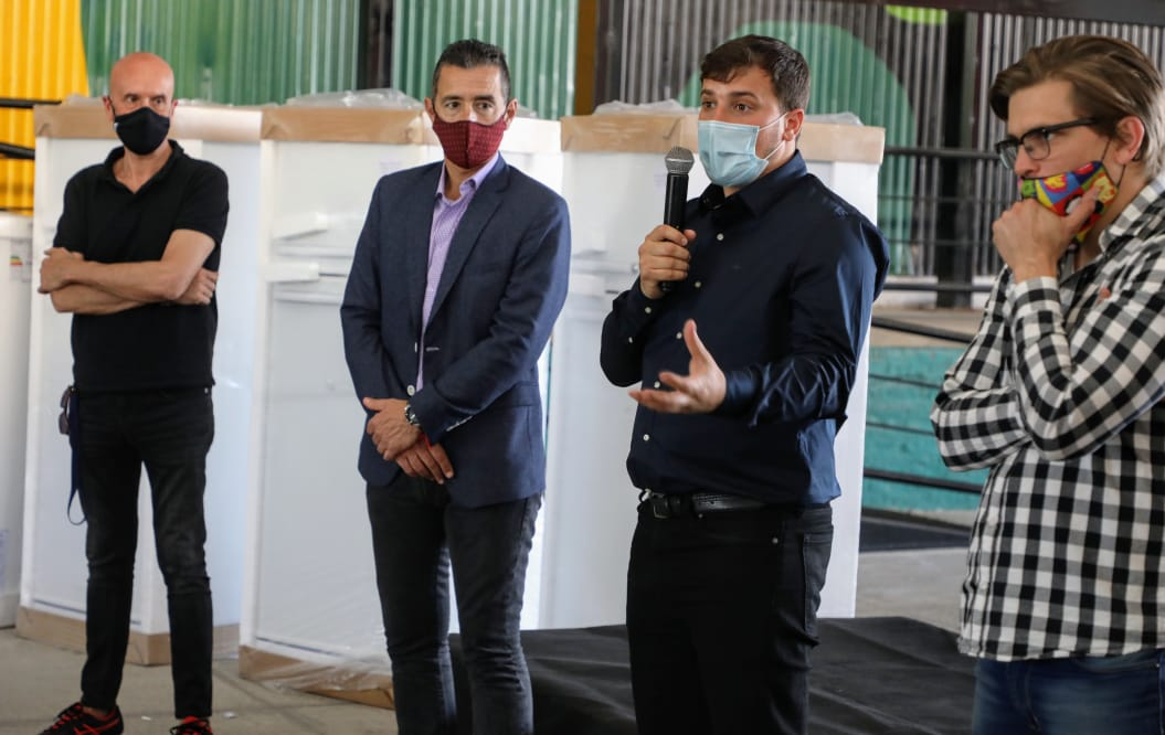 El intendente Alejo Chornobroff entregó electrodomésticos para los polideportivos de Avellaneda