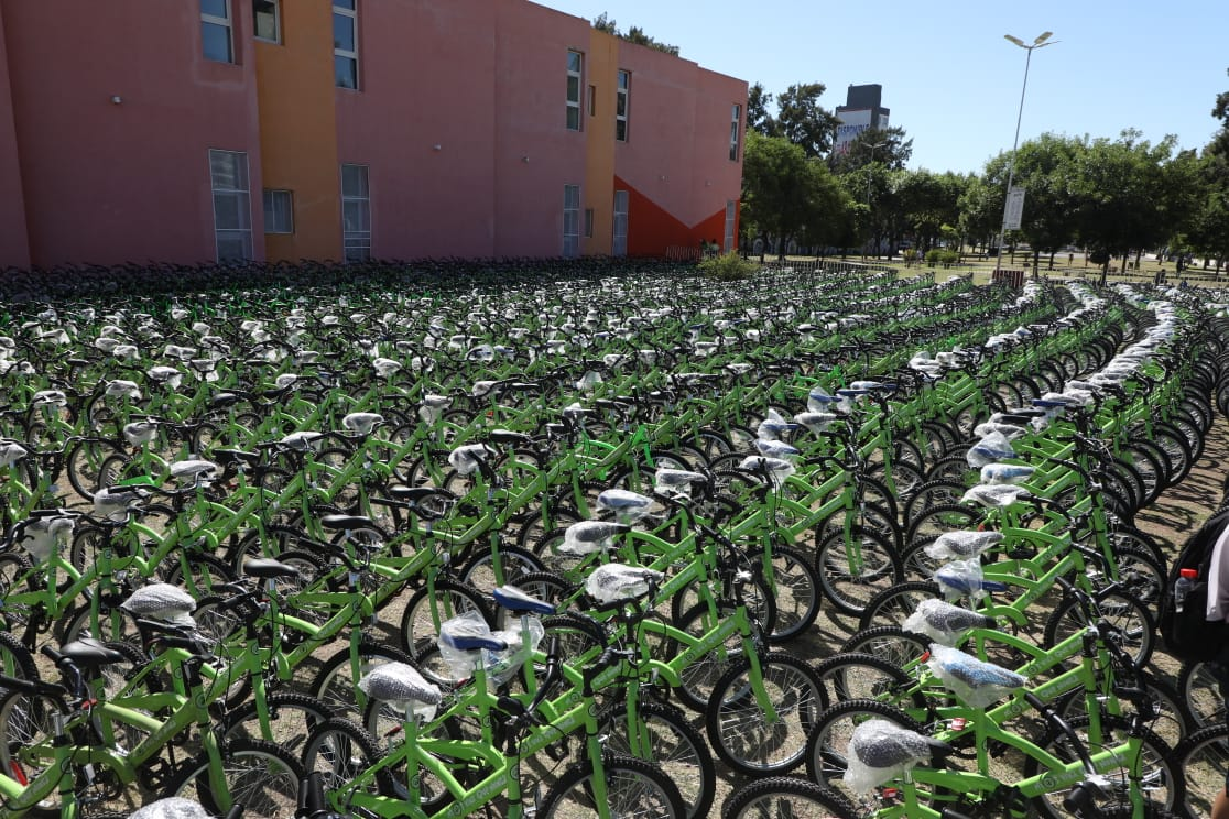 El intendente Chornobroff entregó más de 1700 bicicletas, junto al ministro Jorge Ferraresi y la diputada Magdalena Sierra