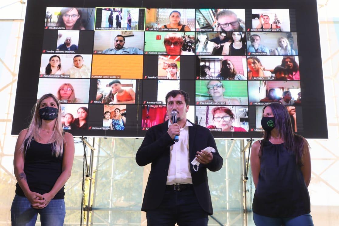 El Intendente Alejo Chornobroff entregó subsidios a 38 instituciones educativas de Avellaneda