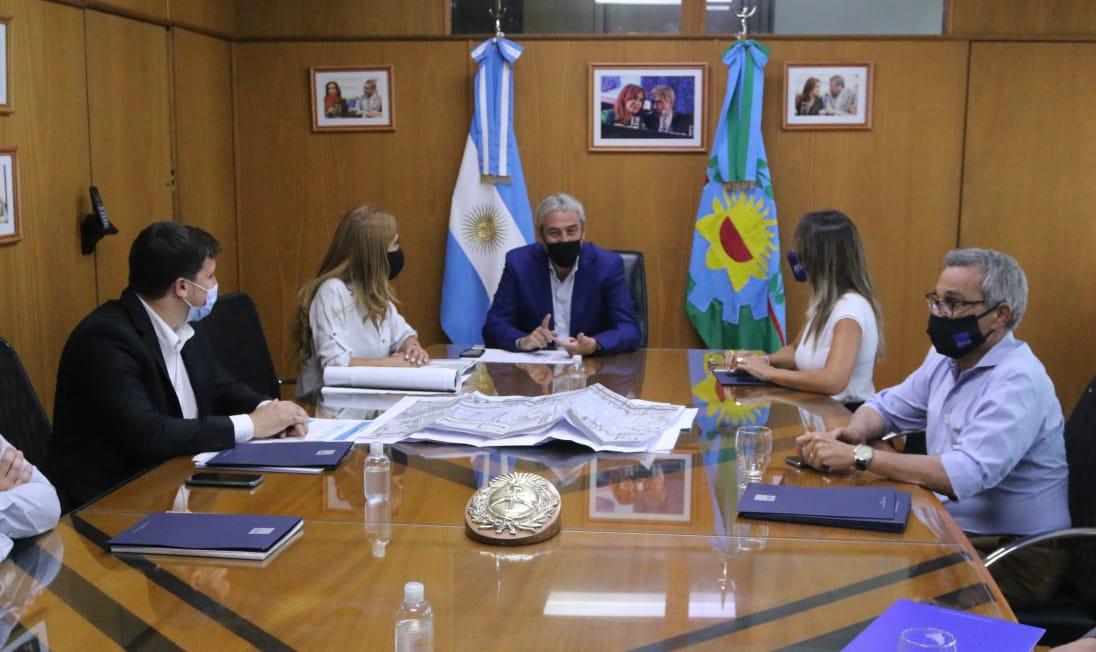 Alejo Chornobroff y Magdalena Sierra habilitaron una red de desagües cloacales junto a la titular de AYSA, Malena Galmarini