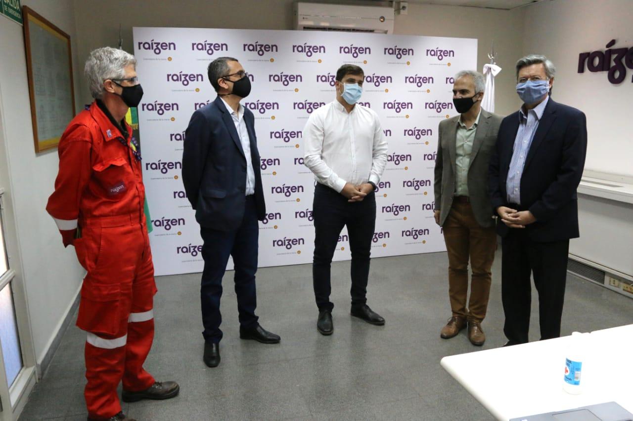 El intendente Chornobroff visitó la planta que produce los combustibles Shell
