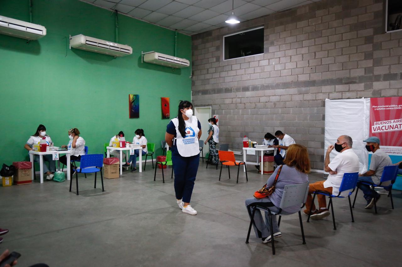 Magdalena Sierra visitó el nuevo vacunatorio de la Casa del Bicentenario