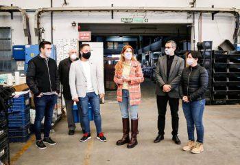 Magdalena Sierra visitó la fábrica Plumita´s en Gerli