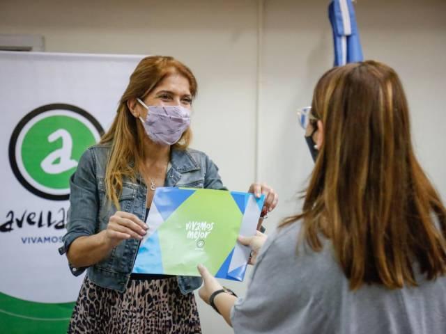 Magdalena Sierra entregó más de 60 millones de pesos en subsidios a escuelas de Avellaneda