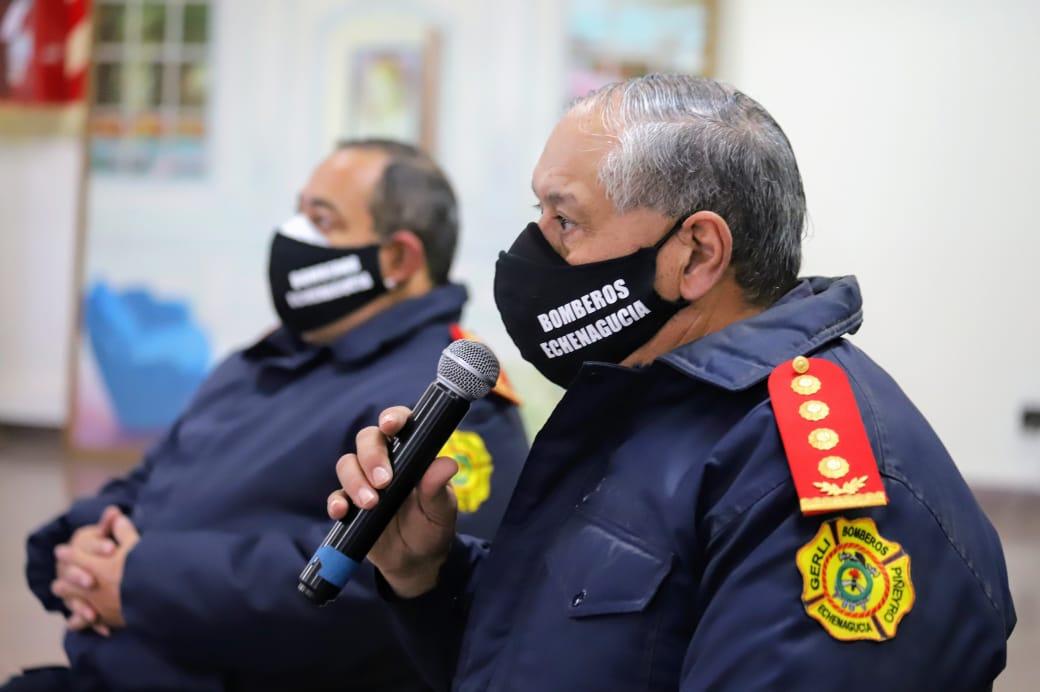 En el Día Nacional de los Bomberos Voluntarios, el intendente Chornobroff entregó subsidios a los cuarteles de Avellaneda