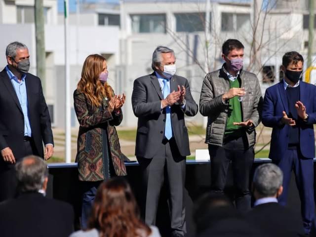 Alberto Fernández y Axel Kicillof entregaron viviendas y créditos hipotecarios en Merlo