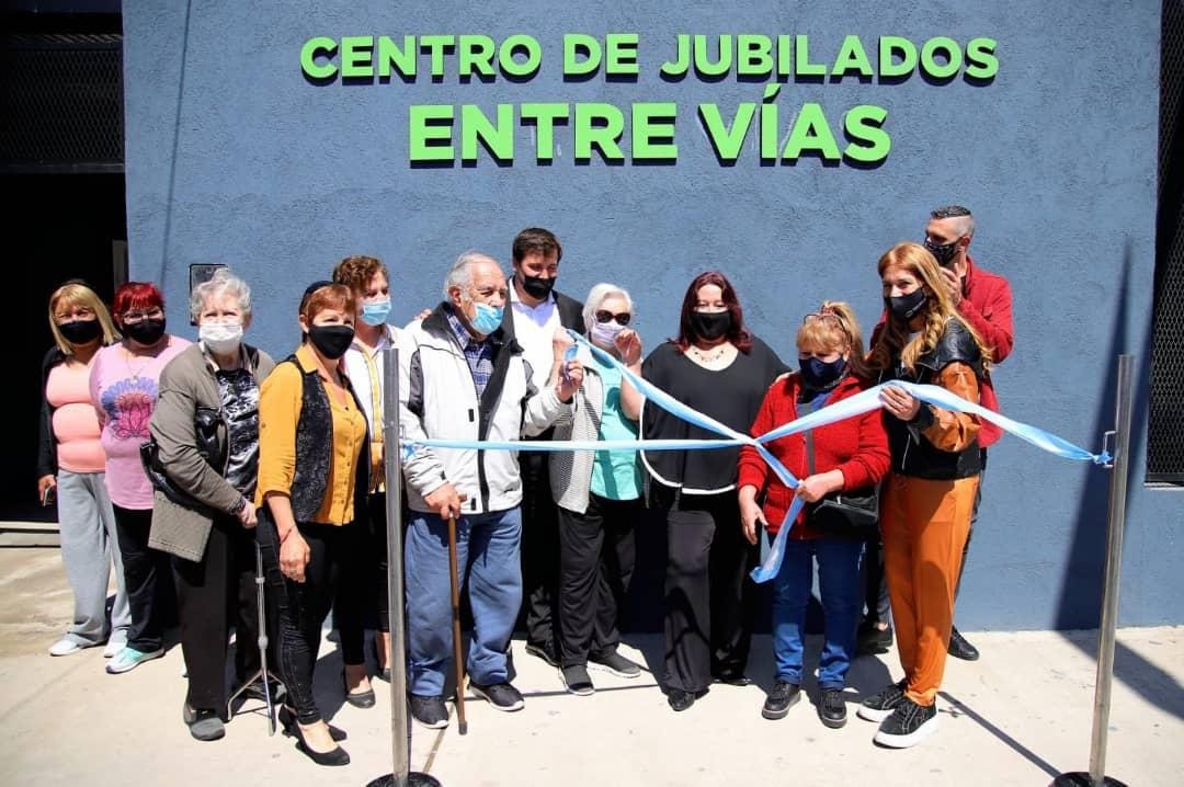 El Centro de Jubilados Entre Vías inauguró sus flamantes reformas
